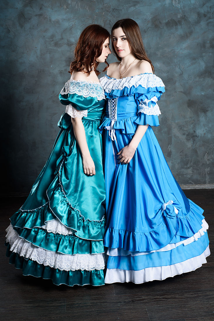 этом фото в исторических костюмах санкт петербург находится нескольких
